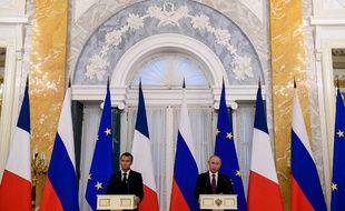 Vladimir Poutine et Emmanuel Macron, lors de leur conférence de presse, le 24 mai 2018.