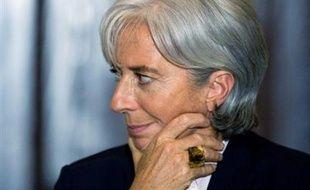 La ministre de l'Economie et de l'Emploi Christine Lagarde a confirmé dimanche soir sur France 2 le versement pour les bénéficiaires de minima sociaux (RMI, ASS) de la prime de Noël, d'un montant de 220 euros versés en novembre.
