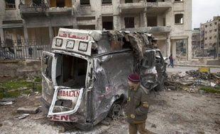 """Les violences sont en train de """"détruire petit à petit"""" le pays, a déclaré M. Brahimi après avoir rendu compte de sa mission au Conseil de sécurité, qui, malgré ses divisions, ne peut plus attendre pour """"se colleter avec ce problème"""", a-t-il martelé."""