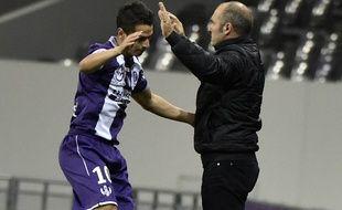 Double buteur contre Bordeaux, l'attaquant du TFC Wissam Ben Yedder est félicité par son entraîneur Pascal Dupraz.