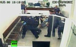 Un homme a été tasé à 13 reprises par la police australienne (capture d'écran).