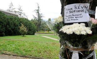 Un jeune de 16 ans, soupçonné d'avoir participé à une rixe à Echirolles, qui avait coûté la vie à deux jeunes en septembre dernier dans cette banlieue de Grenoble, s'est rendu à la justice, a-t-on appris vendredi auprès du parquet, confirmant une information du Dauphiné Libéré.