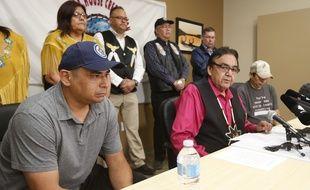 Agés de 41 ans, Leon Swanson et David Tait Jr., deux Autochtones amis de longue date originaires de la province du Manitoba (Canada), ont appris avoir été échangés à la naissance.
