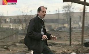 Un journaliste russe a jeté son mégot allumé lors d'un reportage sur les feux de prairie.
