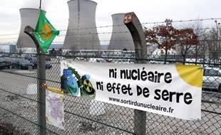 Manifestation devant la centrale de Bugey le 15 mars 2011.