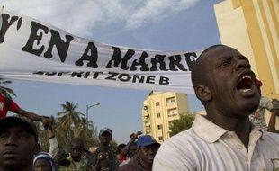 Des opposants àAbdoulaye Wade manifestent dans les rues de Dakar, auSénégal, le 31 janvier 2012.