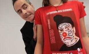 Pierre Fatus, un clown donne un spectacle avec la Licra pour dénoncer le racisme