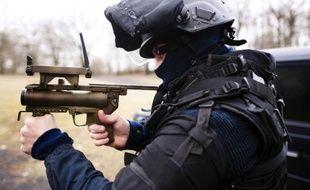 Un membre du GIGN à l'entraînement le 10 janvier 2011 à Etampes près de Paris