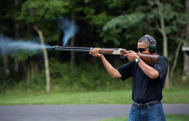 Barack Obama s'entraîne au tir à la carabine, en 2013.