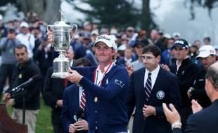 L'Américain Webb Simpson a remporté le premier tournoi du Grand Chelem de sa carrière en s'adjugeant la 112e édition de l'US Open de golf, dimanche à San Francisco (Californie).