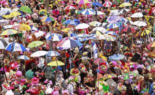 Dunkerque, le 2 mars 2014. Premier jour des trois joyeuses du carnaval avec la bande de Dunkerque qui dŽfile dans les rues du centre ville avant de participer au lancer de harengs depuis le balcon de l'h™tel de ville.
