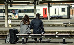 Des voyageurs à la gare de Lille le 2 avril 2018.