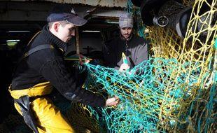 Des pêcheurs basés au port de Roscoff, en Bretagne, le 7 janvier 2013. Un Brexit est source d'inquiétudes pour le secteur.