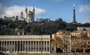 Illustration de la ville de Lyon (Rhône), et Notre-Dame de Fourvière, le 2 décembre 2013