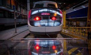 Un TGV dans le  Technicentre Est européen de la SNCF à Pantin (Seine-Saint-Denis), le 11 octobre 2013