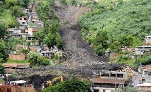 Un glissement de terrain a englouti une partie de la favela Morro do Bumba, à Niteroi, le 8 avril 2010