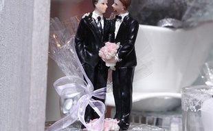Figurines symbolisant le mariagepour tous au salon du mariage à Strasbourg, le 6 janvier 2013.
