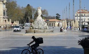 Un cycliste à Montpellier, en plein confinement, le 18 mars 2020.