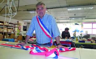 Les écharpes de maires conçues à l'Atelier Le Mée sont vendues 50 euros pièce