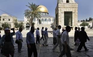 Israël a fermé la rampe d'accès à l'esplanade des Mosquées à Jérusalem, utilisée par les non-musulmans, en invoquant le mauvais état de la construction, une mesure fustigée par les Palestiniens.