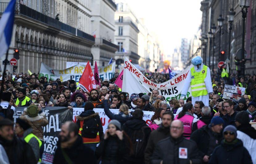 be862dbd473 Grève du 5 février  Des milliers de Français ont défilé à l appel des  syndicats et des «gilets jaunes»