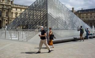 La fréquentation du Louvre a chuté de 75% en juillet.