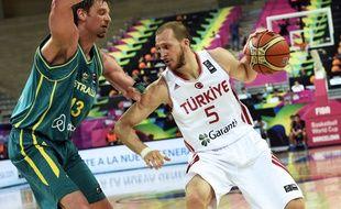 Le pivot australien David Andersen (à g.) contre la Turquie lors des 8es de finale de la Coupe du monde 2014.