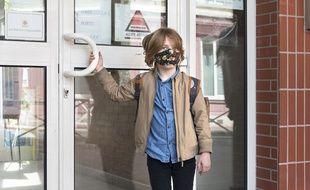 Illustration d'un enfant  retournant a l'école. Montrouge, FRANCE-02/05/2020