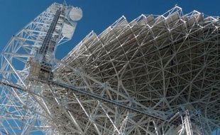 """Le """"Green Bank Telescope"""", photographié le 29 octobre 2014, à Green Bank (Virginie-Occidentale), radiotélescope qui traque les signaux venus de l'espace"""