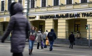 Facade d'une banque à Moscou le 22 décembre 204
