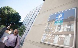 Devant une antenne de la Caisse des allocations familiales (CAF) à Toulouse.