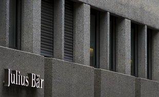 Les Etats-Unis pourraient mettre en examen cinq banques suisses si le parlement suisse venait à rejeter la Lex USA, qui doit régler le conflit fiscal avec les Etats-Unis, selon des informations publiées dimanche par le Schweiz am Sonntag.
