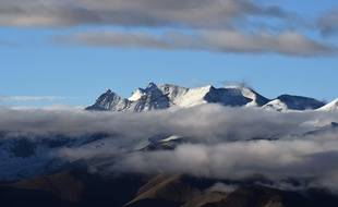 Des montagnes de la chaîne de l'Himalaya.