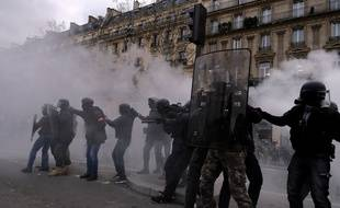Des CRS à Paris le 2 février 2019, lors d'une manifestation de
