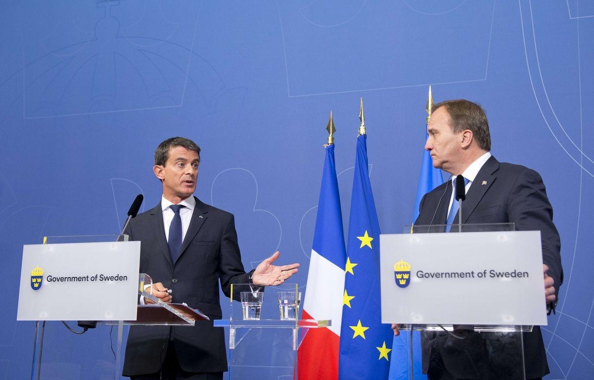Le Premier Ministre Manuel Valls (à gauche) avec son homologue suédois Stefan Lofven (R) à Stockholm lors d'une conférence de presse vendredi 18 septembre 2015. – AFP