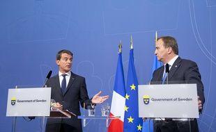 Le Premier Ministre Manuel Valls (à gauche) avec son homologue suédois Stefan Lofven (R) à Stockholm lors d'une conférence de presse vendredi 18 septembre 2015.