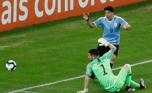 Suarez réclamant une main du gardien.