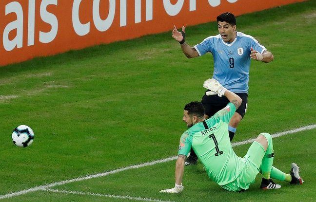 VIDEO... Copa America: Ce génie de Luis Suarez réclame une main dans la surface... du gardien adverse