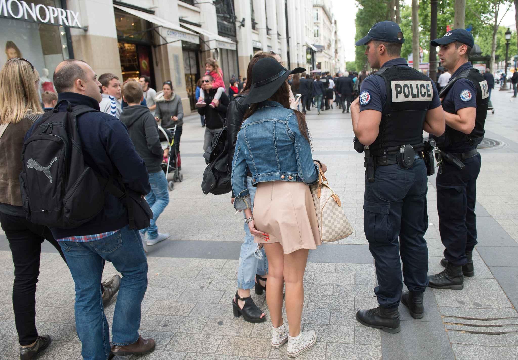 touristes sous escorte policiere marseille
