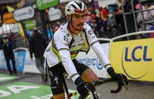 Le Français Julian Alaphilippe franchit la ligne d'arrivée de la 9e étape du Tour de France à Tignes, le dimanche 4juillet 2021.
