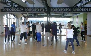 Cours de hip-hop à l'école Dans la rue la danse.