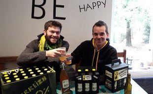 Les Bretons Yoann Thomas et Benoît Le Bozec veulent créer une bière artisanale sans alcool mais avec du goût.