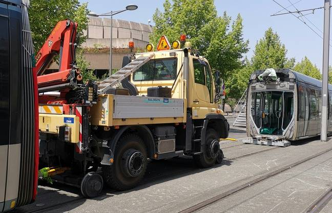 Travaux de découpage d'une rame longue de la ligne C du tram à Bordeaux, pour l'acheminer au dépôt de Bastide.