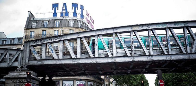 Il ne restera bientôt plus qu'un seul Tati en France, celui du quartier Barbès, à Paris.