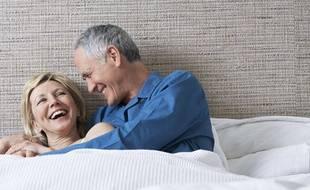Les quinquas et plus en quête d'amour peuvent tenter de le trouver sur des applis de rencontres qui leur sont consacrées, mais aussi sur les applis classiques.