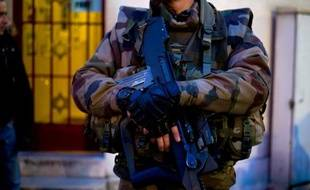 Trois militaires agressés à l'arme blanche et blessés légèrement dans le centre de Nice, alors qu'ils étaient en faction devant un centre communautaire juif dans le cadre du plan Vigipirate
