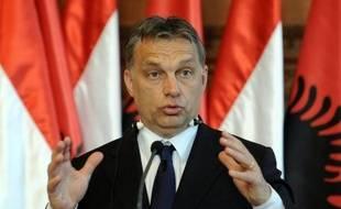 """Le Premier ministre conservateur hongrois, Viktor Orban, a qualifié vendredi de """"chantage"""", l'attribution d'un prêt de l'Union européenne et du Fonds monétaire international, conditionnée selon lui par des changements politiques en Hongrie."""