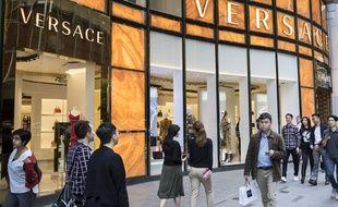 Les géants du luxe Versace, Coach et Givenchy ont présenté leurs excuses à la Chine après avoir été accusé de vendre des produits jugés outrageants à la souveraineté de l'empire du Milieu sur Hong Kong et Shanghai.