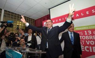 Le député Patrick Mennucci affrontera le maire sortant UMP Jean-Claude Gaudin aux municipales de 2014 à Marseille, après avoir battu dimanche à la primaire PS la sénatrice Samia Ghali, au terme d'une campagne qui a divisé les socialistes marseillais.