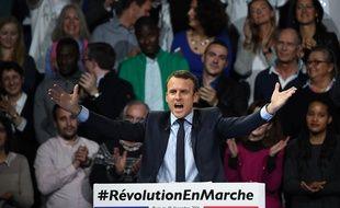 Emmanuel Macron a effectué samedi 10 décembre à Paris une première démonstration de force devant au moins 10.000 personnes.